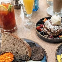 Boozy Brunch food and drinks